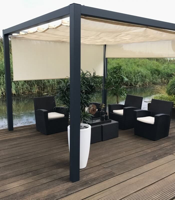 pergola aluminium autoportante nesling avec store bateau. Black Bedroom Furniture Sets. Home Design Ideas